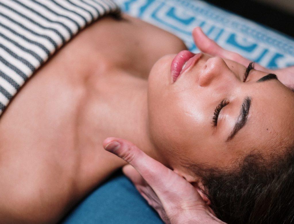 Neck massage Nefertiti